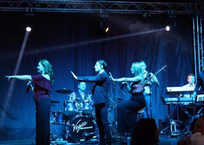Mogyoróssy Adrienn és a Vegas Showband party zenekar